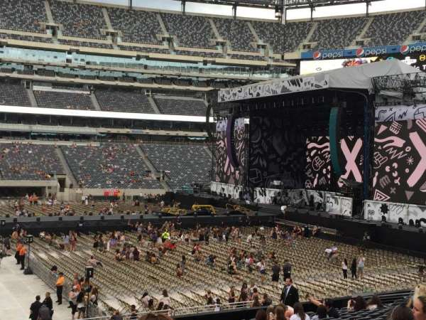 MetLife Stadium, section: 113, row: 20, seat: 28, 29