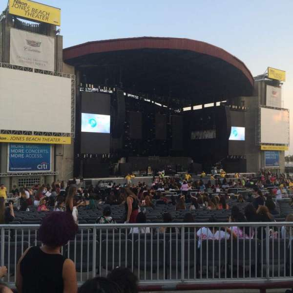 Jones Beach Theater, section: 15, row: D, seat: 1
