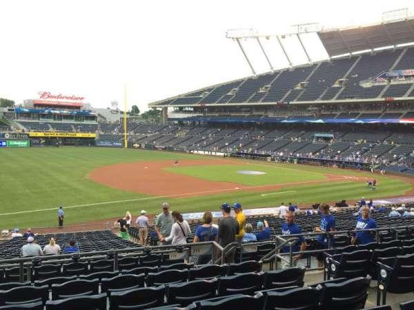 Kauffman Stadium, section: 215, row: GG, seat: 8