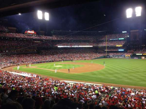 Busch Stadium, section: 137, row: 28, seat: 16