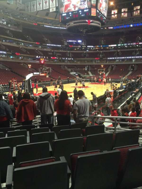 United Center, section: 104, row: 7, seat: 7