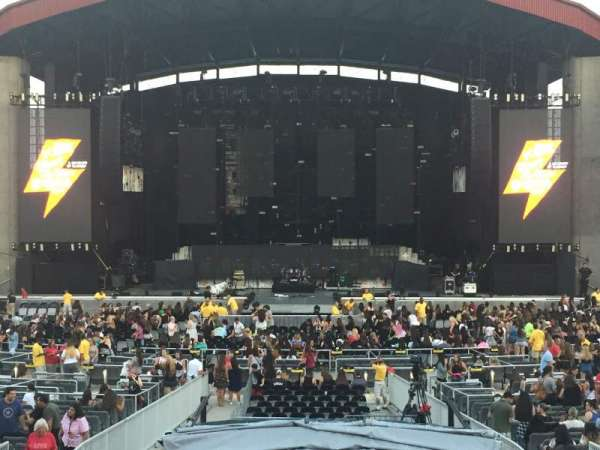 Jones Beach Theater, section: 7L, row: A, seat: 5