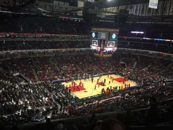 United Center, section: 321, row: 8, seat: 4