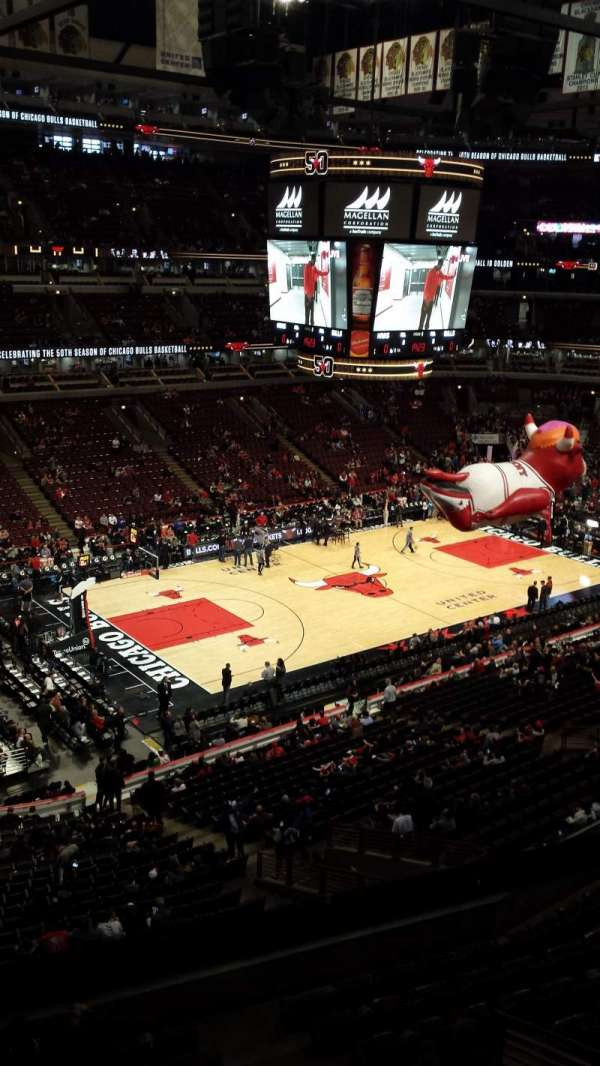 United Center, section: 321, row: 1, seat: 5