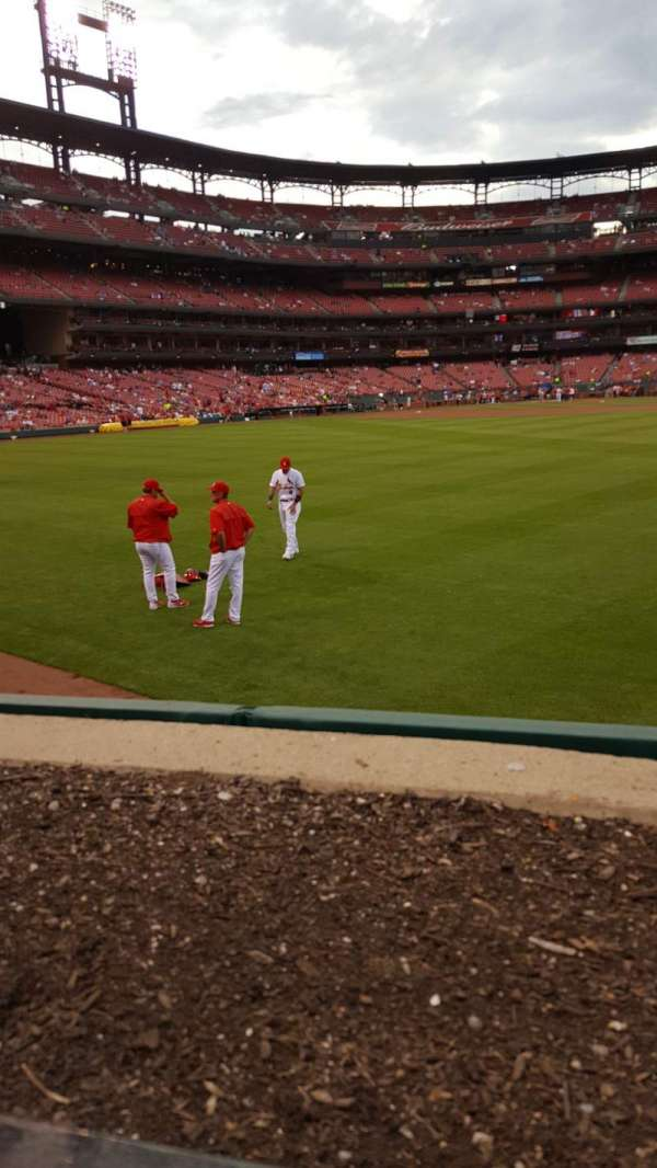 Busch Stadium, section: 105, row: 1, seat: 8