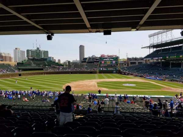 Wrigley Field, section: 213, row: Q3, seat: 3