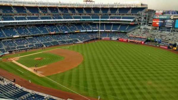 Yankee Stadium, section: 410, row: 1, seat: 7