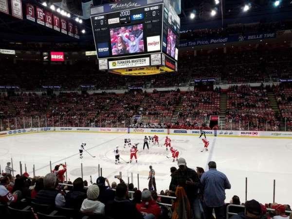 Joe Louis Arena, section: 106, row: 15, seat: 15
