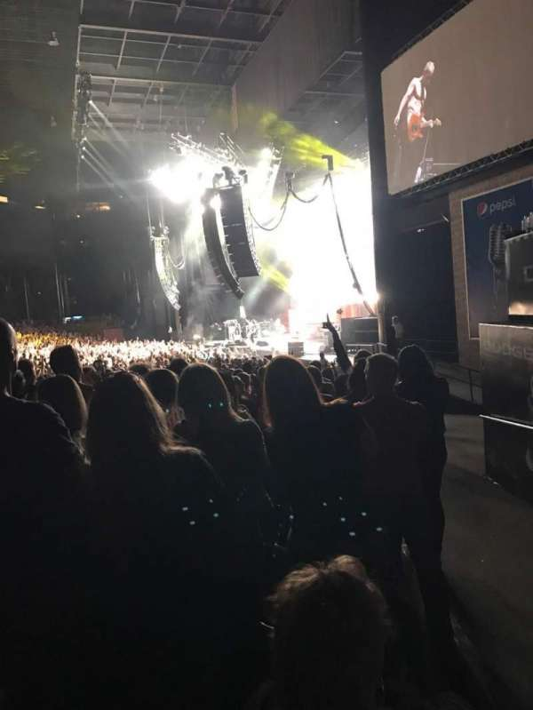Hollywood Casino Amphitheatre (Tinley Park), section: 101, row: Y, seat: 2