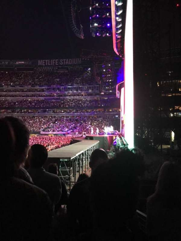 MetLife Stadium, section: 109, row: 6, seat: 22