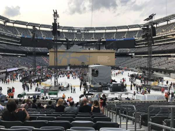 MetLife Stadium, section: 128, row: 26, seat: 1