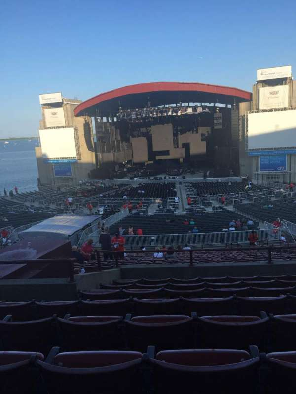 Jones Beach Theater, section: 6R, row: HH, seat: 11