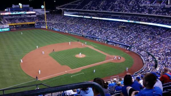 Kauffman Stadium, section: 409, row: BB, seat: 2