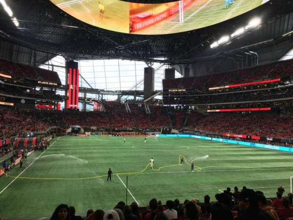 Mercedes-Benz Stadium, section: 121, row: 21, seat: 11
