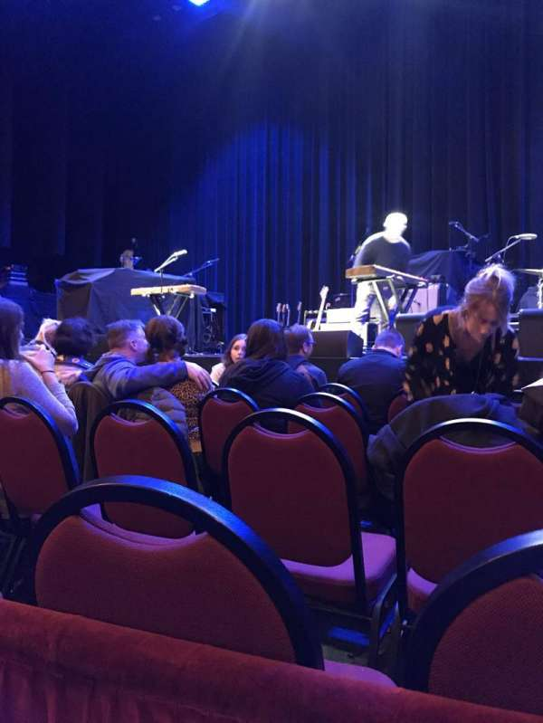 Chicago Theatre, section: MNFL4R, row: AA, seat: 418