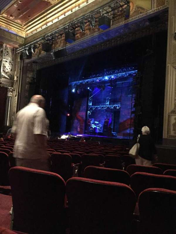 Hollywood Pantages Theatre, section: Orchestra Right, row: R, seat: 8
