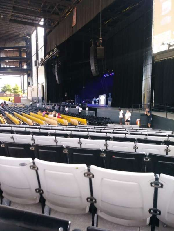 Hollywood Casino Amphitheatre (Tinley Park), section: 101, row: U, seat: 10
