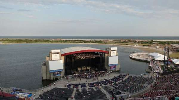 Jones Beach Theater, section: 20, row: V, seat: 20