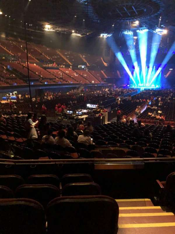 The Forum , section: 102, row: 5, seat: 8