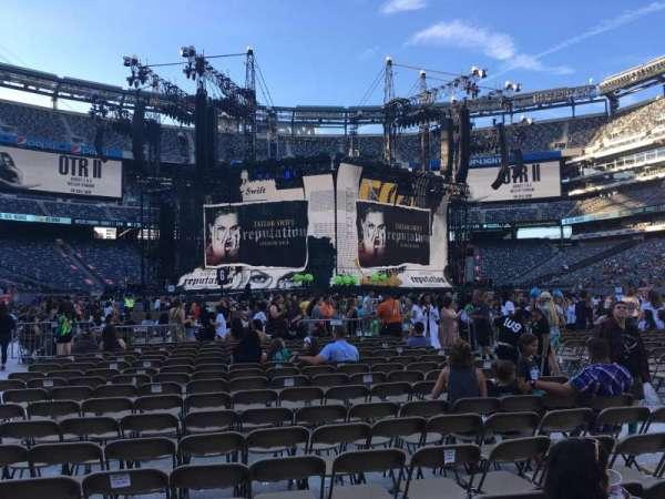 MetLife Stadium, section: Floor 13, row: 17, seat: 9