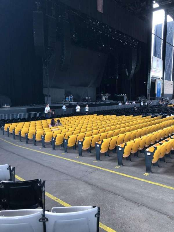 Hollywood Casino Amphitheatre (Tinley Park), section: 205, row: T, seat: 4