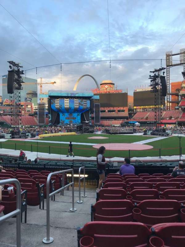Busch Stadium, section: 152, row: 9, seat: 11