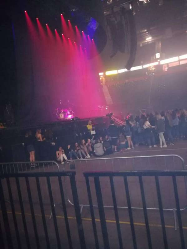 Manchester Arena, section: 102, row: B, seat: 8