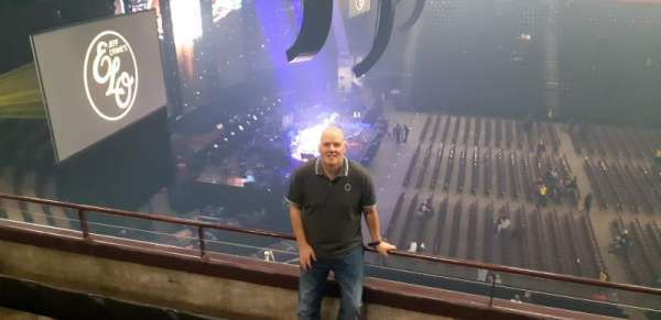 Manchester Arena, section: 202, row: D, seat: 9