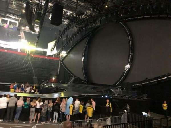 Manchester Arena, section: 115, row: F, seat: 8