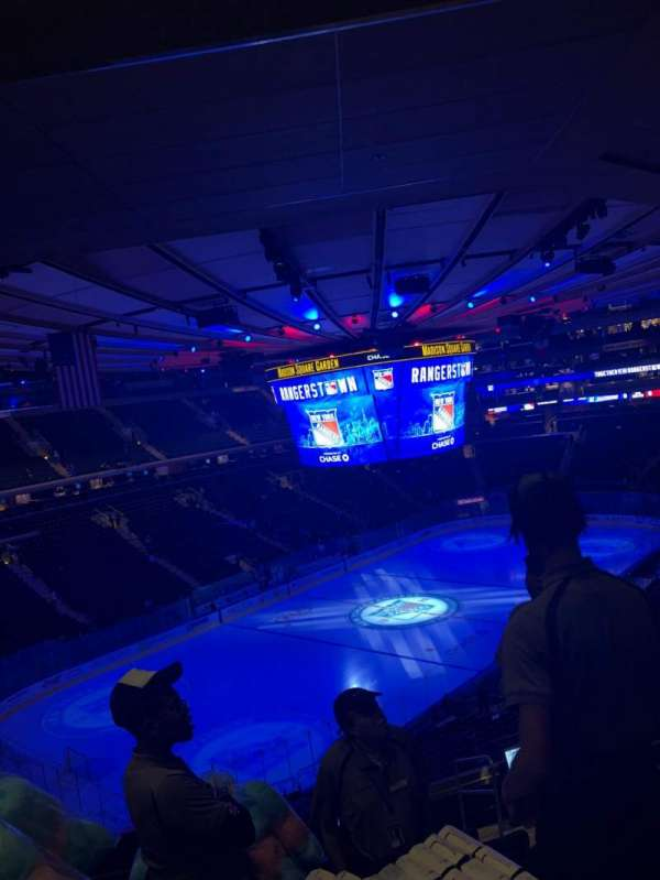 Madison Square Garden, section: 220, row: 10, seat: 25