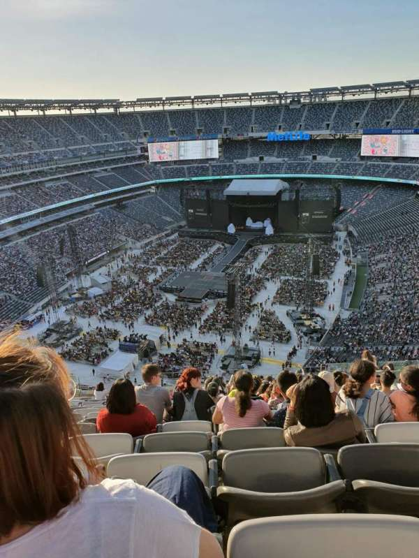 MetLife Stadium, section: 323, row: 22, seat: 13