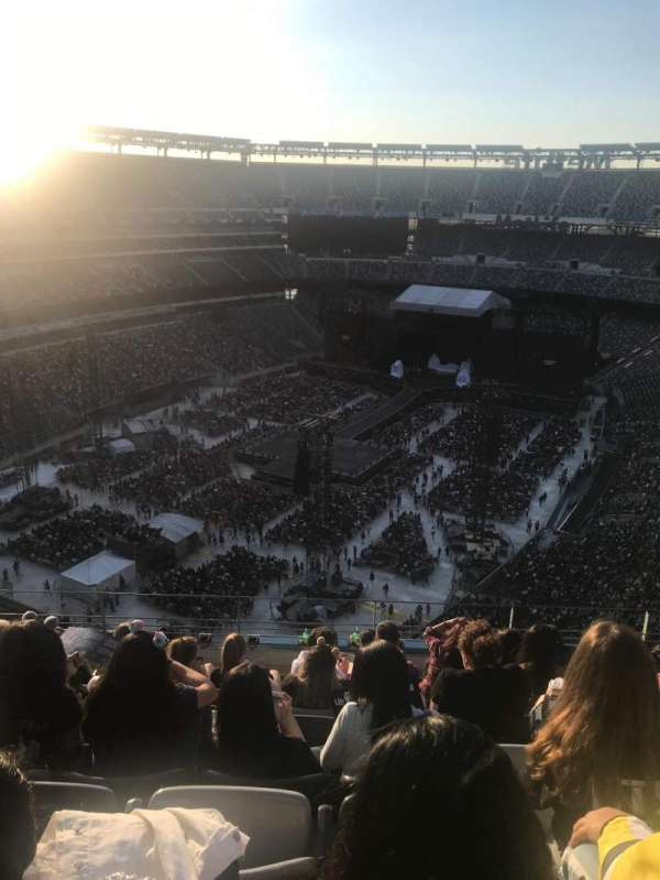 MetLife Stadium, section: 322, row: 12, seat: 12