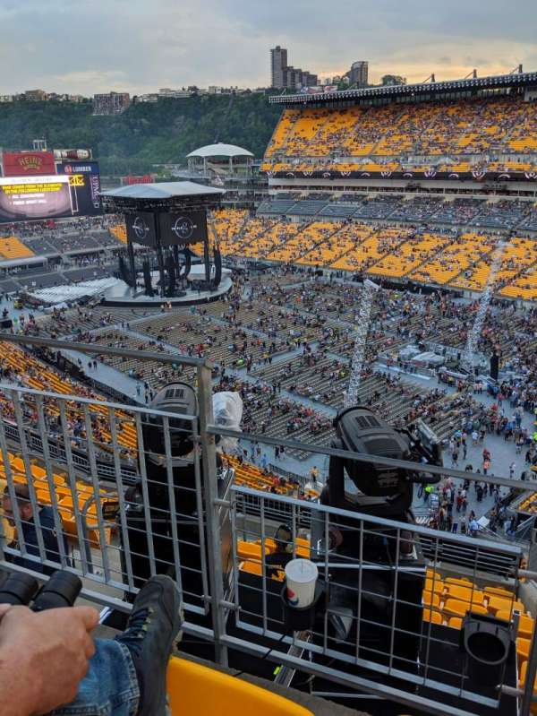 Heinz Field, section: 527, row: G, seat: 4
