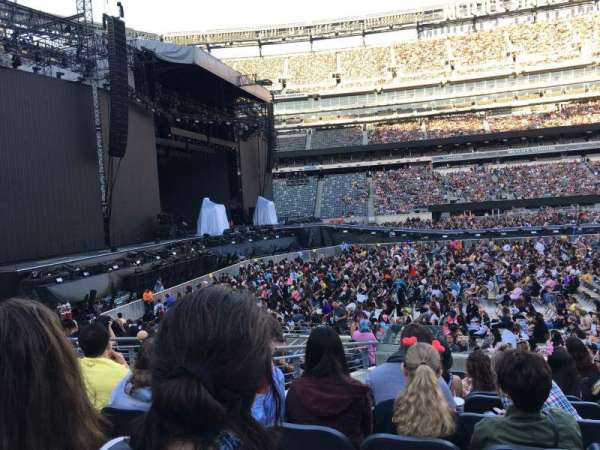 MetLife Stadium, section: 140, row: 14, seat: 20
