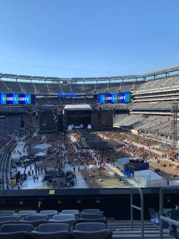 MetLife Stadium, section: 229, row: 6, seat: 1