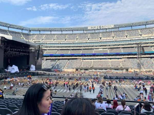 MetLife Stadium, section: 139, row: 19, seat: 13