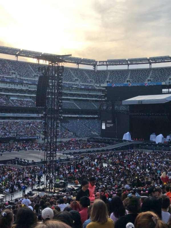 MetLife Stadium, section: 117, row: 37, seat: 8