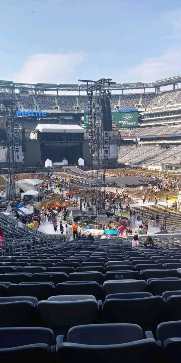 MetLife Stadium, section: 129, row: 37, seat: 25