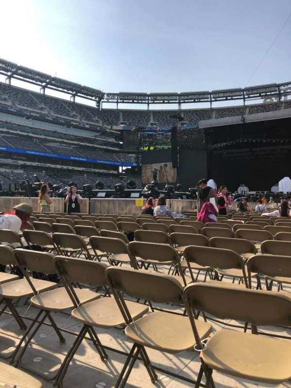 MetLife Stadium, section: 8, row: 30, seat: 19