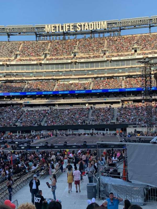 MetLife Stadium, section: 137, row: 11, seat: 16