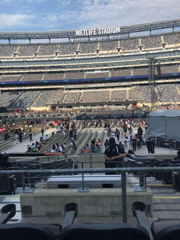 MetLife Stadium, section: 137, row: 16, seat: 26