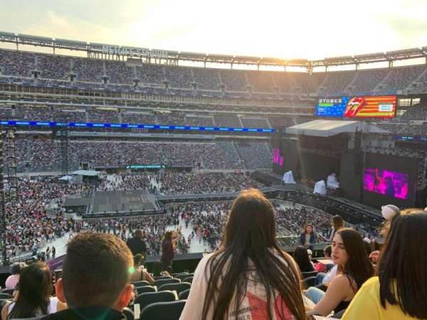 MetLife Stadium, section: 215, row: 9, seat: 8