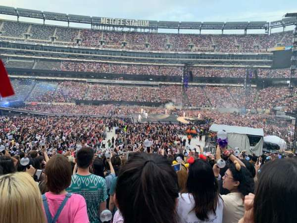MetLife Stadium, section: 139, row: 27, seat: 14