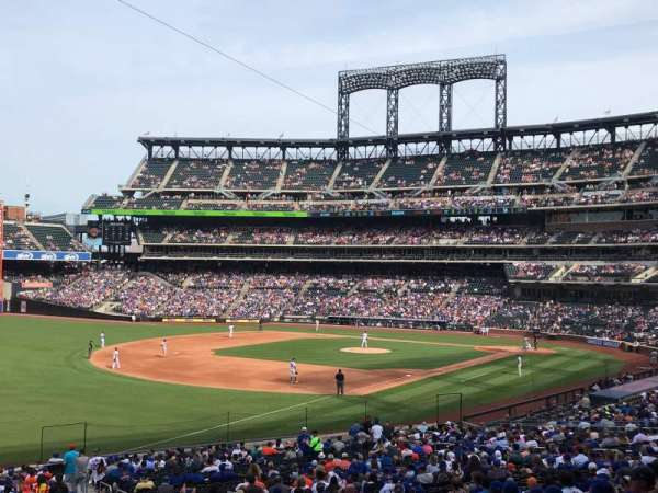 Citi Field, section: 127, row: 32, seat: 6