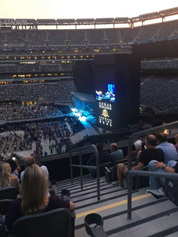 MetLife Stadium, section: 212, row: 6, seat: 2