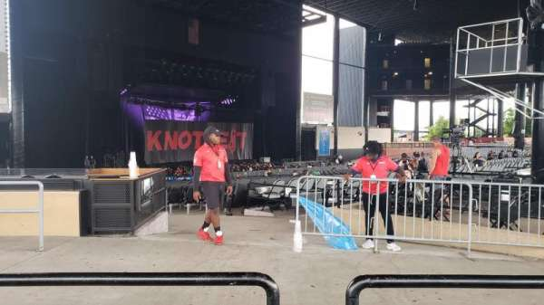 Hollywood Casino Amphitheatre (Tinley Park), section: 207, row: MM, seat: 16