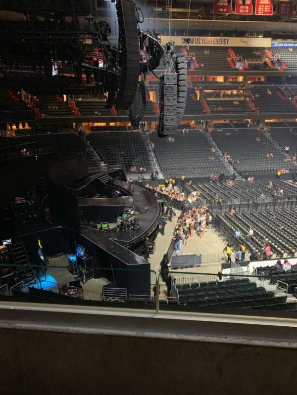 Capital One Arena, section: 227, row: B, seat: 8