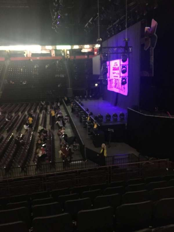 Manchester Arena, section: 115, row: N, seat: 21