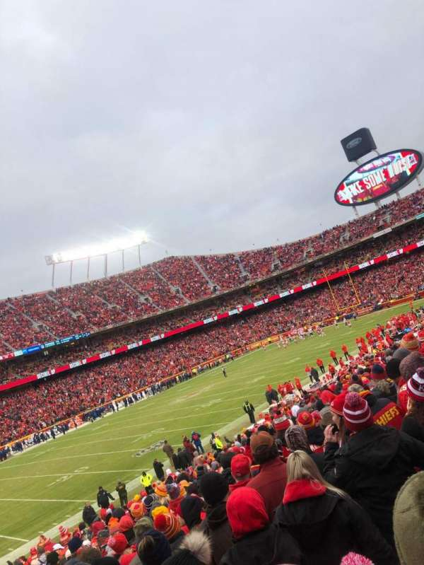 Arrowhead Stadium, section: 122, row: 24, seat: 26