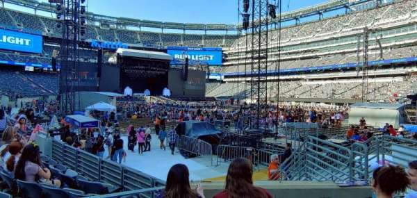 MetLife Stadium, section: 131, row: 6, seat: 20